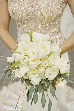 White Bouquet with Gold Detail| Golden Glamour|Grecian Styled Wedding Inspiration| Photographer: Andie Freeman Photography