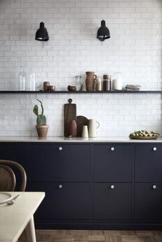 Fun kitchen decor and styles - Are you searching for inspirations for your kitchen style and design? Grant your space a refresh with one of these kitchen design strategies. Whether you like classic an Kitchen Cupboards, New Kitchen, Kitchen Dining, Kitchen Soffit, Nordic Kitchen, Bistro Kitchen, Kitchen Floors, Kitchen Wall Tiles, Scandinavian Kitchen