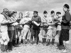 """Mujeres pilotos del 588º regimiento (más tarde, denominado 46º regimiento de Guardias), al que los alemanes llamaban """"las brujas de la noche""""."""