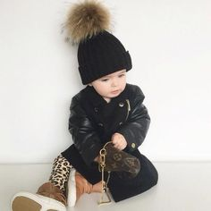 Good Friday just got great with these cute snaps of our fave Aussie baby fashionista Millie-Belle Diamond, who pairs her black tiny tots hat with her Burberry trench! We love! Love AJ Xx