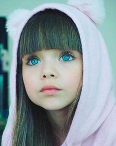 Cette petite fille de 6 ans vient d être élue la plus belle enfant du  monde. Enfants Aux Yeux BleusEnfants ... e6c4bd3efb7