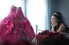 Quinceanera photo idea \\ Del Mar Photography I would love this picture at my wedding. Quinceanera Dresses, Quinceanera Planning, Quinceanera Party, Sweet 16 Pictures, Quince Pictures, Grad Pictures, Quinceanera Photography, Prom Photos, Sweet 16 Parties