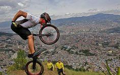 El deportista antioqueño consiguió su meta en la mañana de este domingo en uno de los cerros tutelares de Medellín. FOTO HENRY AGUDELO Grand Canyon, Nature, Travel, Racing, Staircases, Domingo, Sports, Photos, Naturaleza