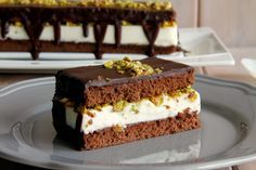 Tarta de chocolate y queso, con pistachos - MisThermorecetas Food N, Food And Drink, Delicious Desserts, Dessert Recipes, Chocolate Heaven, Drip Cakes, Cheesecakes, Delish, Queso