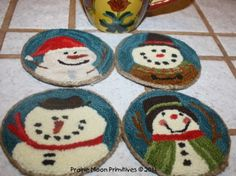 Primitives by the light of the moon: Snowman Coaster Patterns Free For You! Rug Hooking Designs, Rug Hooking Patterns, Mug Rug Patterns, Knitting Patterns, Christmas Embroidery Patterns, Machine Embroidery Patterns, Embroidery Ideas, Best Embroidery Machine, Embroidery Store