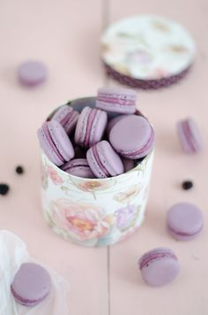 Macarons blackberry and pink