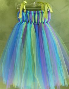 I have to figure out how to make these.  KK can be a peacock for Halloween!  Seems easy; now just to find the time!