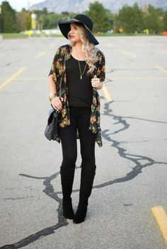 All black with a floral kimono! The perfect fall outfit or spring outfit! Outfit from The Red Closet Diary. Winter Outfit For Teen Girls, Fall Winter Outfits, Outfits For Teens, Floral Kimono Outfit, Kimono Fashion, Black Kimono Outfit, Fashion Fashion, Fashion Women, Spring Fashion Outfits