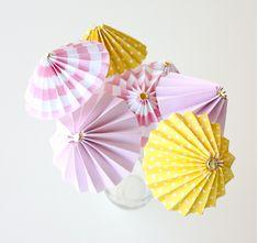 Sommerparty Deko - 6 DIY projects for cocktail umbrellas - Decoration Gram Diy Party Crafts, Craft Party, Origami Umbrella, Umbrella Crafts, Mini Diy, Diy Paper, Paper Crafts, Umbrella Decorations, Cocktail Umbrellas