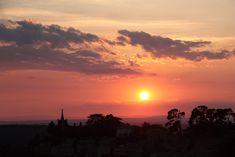 Découpé par le soleil couchant  #edouardloubet #maisonsedouardloubet #capelongue #ledomainedecapelongue #relaischateaux #bonnieux #mybonnieux #luberon #myluberon #provence