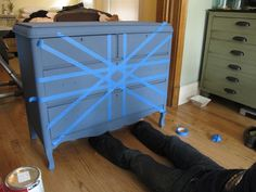 meg made designs: Painting a Union Jack/British Flag on a dresser tutorial - excellent tutorial Furniture Update, Kids Furniture, Furniture Makeover, Flag Painting, Diy Painting, Dresser Painting, Acrylic Furniture, Painted Furniture, Painted Dressers