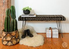Treat Yourself, Seat Yourself: Upholstered Bench DIY - Flip her over and take a seat. You made a bench. - New York City Diy Furniture Upgrade, Diy Bank, Diy Esstisch, Making A Bench, Decoration Inspiration, Shabby Chic Farmhouse, Upholstered Bench, Traditional Decor, Decorating Your Home