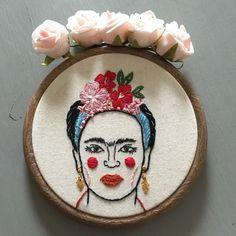 Frida Kahlo Portrait Embroidery por xxoblinaxx en Etsy