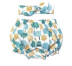 ~ Modèle organiques Minikins Original et Design ~  Magnifique bébé culotte et bandeau set - impression d'arbres de laine, de buissons et de fougères... en bleu clair et moutarde sur un fond blanc. Idéal pour une naissance ou un cadeau.  Cet ensemble est ma conception originale et est fait à la main d'un magnifique 100 % coton certifié biologique tissé; en «laine les arbres» imprimé de la Collection «Première lumière». Le tissu est une belle combinaison de tons pâles et foncés de chacune…
