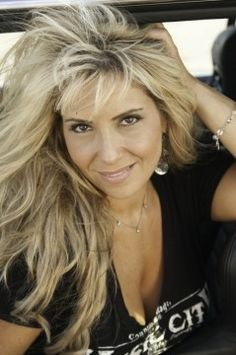 Lisa Matassa – 'Wouldn't You Like To Know' – Official Music Video | Today's Country Music Videos