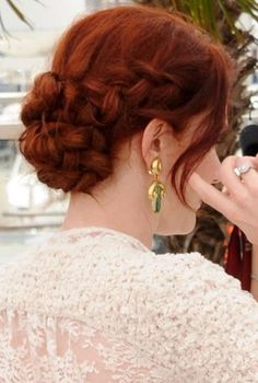 Since summer is approaching, it gets hotter and hotter. It would be better for girls to glam updo hair looks. The pretty updo hairstyles are not only sassy, but also can elongate girls' neck. Pretty Hairstyles, Girl Hairstyles, Braided Hairstyles, Wedding Hairstyles, Chignon Hairstyle, Wedding Updo, Hairstyle Ideas, Gold Wedding, Stacked Hairstyles