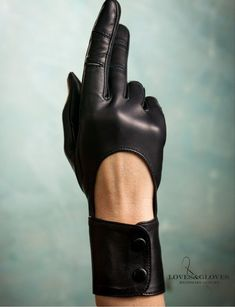 Discover recipes, home ideas, style inspiration and other ideas to try. Steampunk Gloves, Mode Steampunk, Cool Outfits, Fashion Outfits, Womens Fashion, Modest Fashion, Black Lace Gloves, Black Leather Gloves, Gloves Fashion