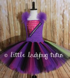 Mal from Descendants girls tulle tutu dress. Perfect for Pure Evil Birthday Party! This version of Mal has purple sleeves and a touch of lime Descendants Costumes, Disney Descendants, Ladybug Tutu, 1st Birthday Tutu, Monster High Birthday, Diy Costumes, Costume Ideas, Halloween Costumes, Bday Girl