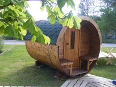 Saunafässer von 200 cm bis 600 cm Childhood Memories, Tiny House, Barrel, Bird, Outdoor Decor, Home Decor, Finland, Magazine, Space