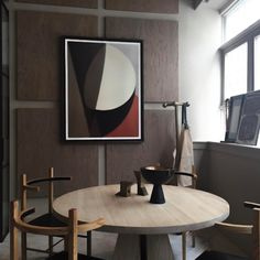 Apparatus Studio's New York showroom: Portal-dining table in ash by Apparatus and Soren-chairs by Coil + Drift. / Fair Design
