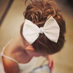 Laços lindos no penteado das daminhas? Siim! E você pode fazê-los! Essa dica incrível eu encontrei no @penteados_luxos. Se joga no craft! Flower Girl Hairstyles, My Hair, Hair Beauty, Hair Styles, How To Make, Barbie, Wedding, Instagram, Mini
