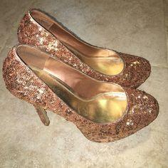 HOST PICK Rose gold sequin bakers pump sz 8.5 Beautiful pair of high platform rose gold sequin pumps Bakers Shoes Heels