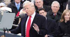 """Donald Trump ha giurato e dice: Con me il potere torna dalle èlite al popolo """"Giuro solennemente che eseguirò con fedeltà l'incarico di presidente degli Stati Uniti. Con le mie migliori capacità difenderò la loro Costituzione. Dio, aiutami a far questo"""". Pronunciando queste p"""