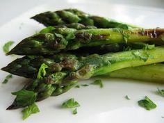 kasvisruokaa: Paistettua parsaa Asparagus, Vegetables, Food, Studs, Vegetable Recipes, Eten, Veggie Food, Meals, Veggies