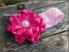 МК Большой малиновый цветок на повязке из атласных лент