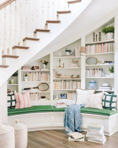 Ideas Home Library Stairs Interior Design Madison Homes, Curved Staircase, Staircase Design, Interior Design Under Stairs, Book Staircase, Winding Staircase, Spiral Staircases, Foyer Design, Modern Staircase