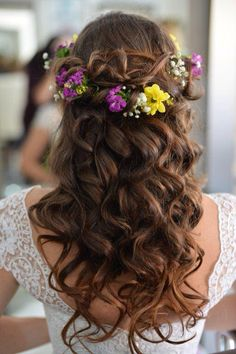 Lovely colorful flowers on my hair! I definitely loved it #bride #hair #flowercrown # colored #wedding