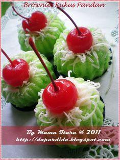 Brownies kukus pandan Keju Suka banget dengan aroma pandan apalgi dipadu dengan keju...hmmm...yummm...yummmm....:) sepotong pasti kurang b...