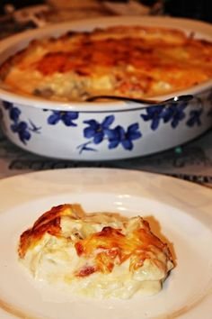BACALAO A LA NATA (BACALHAU COM NATAS) CON THERMOMIX Tapas, Crazy Cakes, Portuguese Recipes, Saveur, Fish And Seafood, Kitchen Recipes, Healthy Cooking, Macaroni And Cheese, Food To Make