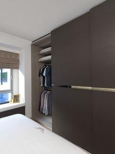 Conheça dicas e inspirações para montar um guarda-roupa planejado e embutido no seu quarto. Confira!
