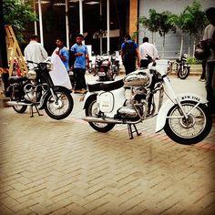 White jawa 250cc  Repost @old_monkeshwar  More photos on - http://ift.tt/1MOOLiU  #jawa #jawamotorcycles.com #jawamotorcycles #jawayezdi  #idealjawa#2stroke #bikersofinstagram #bikeswithoutlimits #bikestagram #bikers #bikelife #bikeride #bikeporn #bikergang #motorcycles #yezdi #retro #czech #vintage #vintagebike #india #motocross #motorsport #motorbike #czechoslovakia
