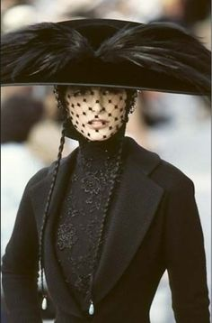 Christian Dior Haute Couture 1998   http://officialstevenmeisel.tumblr.com/post/65852497683/http-notordinaryfashion-tumblr-com