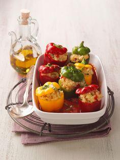 Paprika mit Reisfüllung (vegan) - das ist vegane Hausmannskost | http://eatsmarter.de/rezepte/paprika-mit-reisfuellung-vegan