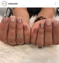 A diff type of Christmas nails. , A diff type of Christmas nails. Shellac Nails, Diy Nails, Acrylic Nails, Nail Polish, Gel Nail, Fancy Nails, Cute Nails, Pretty Nails, Fancy Nail Art