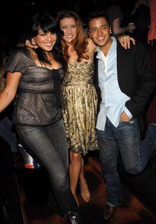 Sara Ramirez na festa de aniversário da Kate Walsh , com o não tão conhecido ator da Broadway Jaí Rodriguez.