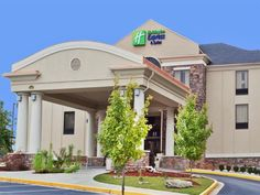 Covington (VA) Holiday Inn Express Covington Hotel United States, North America Located in Covington, Holiday Inn Express Covington Hotel is a perfect starting point from which to explore Covington (VA). Featuring a complete list of amenities, guests will find their stay at the property a comfortable one. Facilities like free Wi-Fi in all rooms, facilities for disabled guests, Wi-Fi in public areas, car park, meeting facilities are readily available for you to enjoy. Designed ...