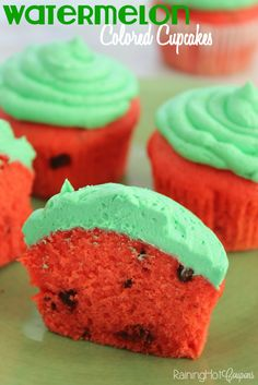 Watermelon Colored Cupcakes: a fun and pretty cupcake dessert idea. Gets me in the mood for Spring and Summertime Picnics! Raining Hot Coupons