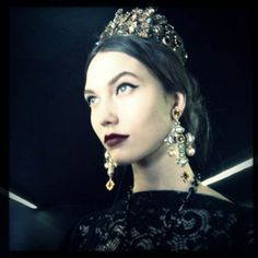Karlie Kloss in Dolce and Gabbana s/s 13 amazing jewelry!