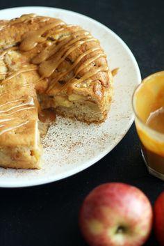 Omenakausi alkaa olla päällä, mutta alkavaan syksyyn voi virittäytyä kaupan omenoilla ja omenaleivoksilla, jos omalla pihalla ei kasva omenapuuta. Omenalla ja kanelilla on tunnettu ja vakiintunut liitto, mutta myös kinuski sopii älyttömän hyvin hieman happaman...