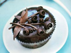 Cake Decorating With Chocolate Ganache ideas---the roses for the top??