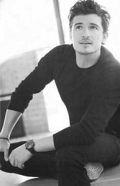 My latest celebrity crush orlando bloom Pretty People, Beautiful People, Sorry Justin, Perfectly Timed Photos, Raining Men, Attractive People, Bright Stars, Celebs, Celebrities