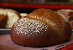 Este delicioso pan de yema típico y tradicional de Oaxaca, lo puedes acompañar de un café de olla, un capuchino o un delicioso chocolate caliente.