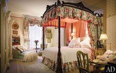 Mario Buatta's Romantic Bedrooms :