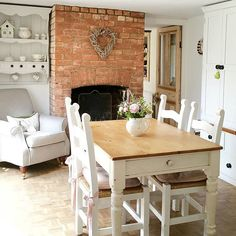 Shabby and Charming: A dream cottage in the English countryside