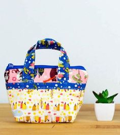 Free Tiny Bag sewing pattern! Love this!
