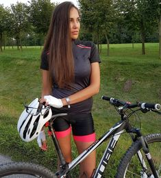 """57 mentions J'aime, 1 commentaires - Beautiful Sporty Girls™️ (@beautiful_sporty_girls) sur Instagram : """"Follow our Beautiful Sporty Girl™️ @girl_on_bikes Sport: #cycling Tag me: #beautifulsportygirls…"""""""